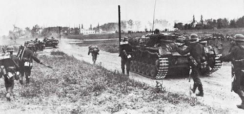 Perang Dunia 2 - Latar Belakang, Kronologi, Dampak Perang ...
